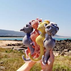 Caballitos de mar hechos a croché